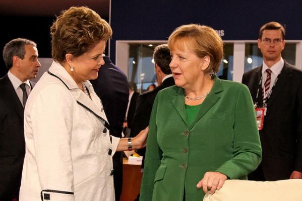 Brazilská prezidentka Dilma Rousseff a německá kancléřka Angela Merkel v Cannes v roce 2011.