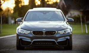 Mercedes Benz a BMW: Velká výročí a vtipné popíchnutí