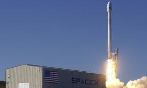 Elon Musk: SpaceX a její úspěšné přistání rakety Falcon 9