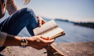 13 knižních tipů, které doladí vaši dovolenou