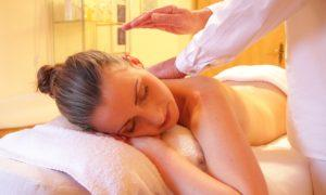 Bolavá záda: Cvičením a masáží ke zdraví!